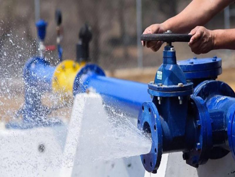 Capitalinos se favorecen de los puntos de agua de los parques