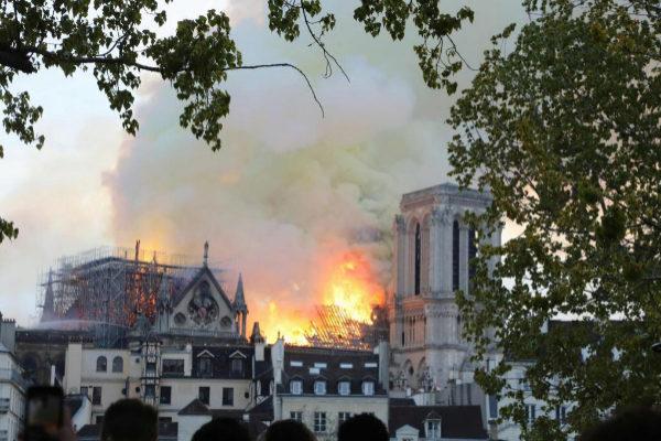 Fortunas francesas financiaran los gastos de la restauración de la catedral de Notre Dame
