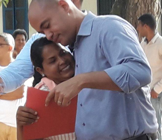 Héctor Rodríguez entregó a más de 100 familias sus documentos de propiedad en Santa Lucía