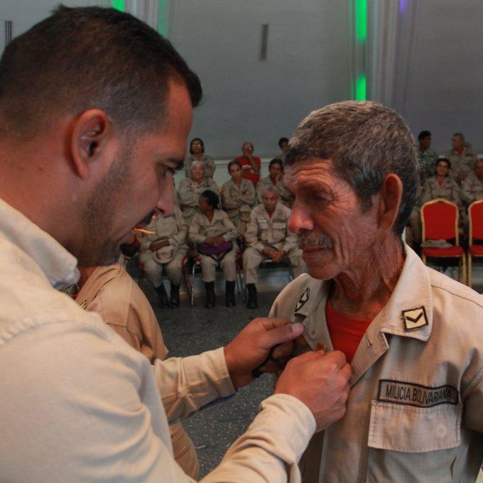 Adultos Mayores de la Milicia de Vargas fueron reconocidos