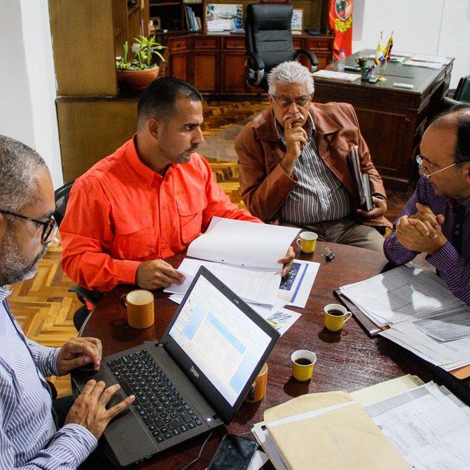 Alcalde Terán impulsa desarrollo hotelero en Vargas