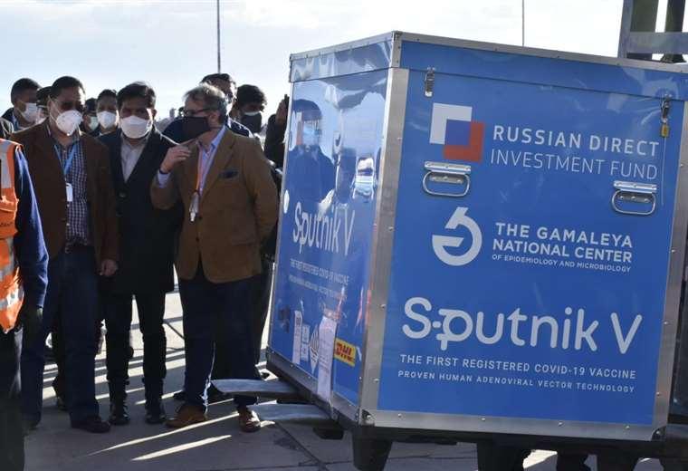 Bolivia recibe primer lote de vacunas Sputnik V contra la COVID-19