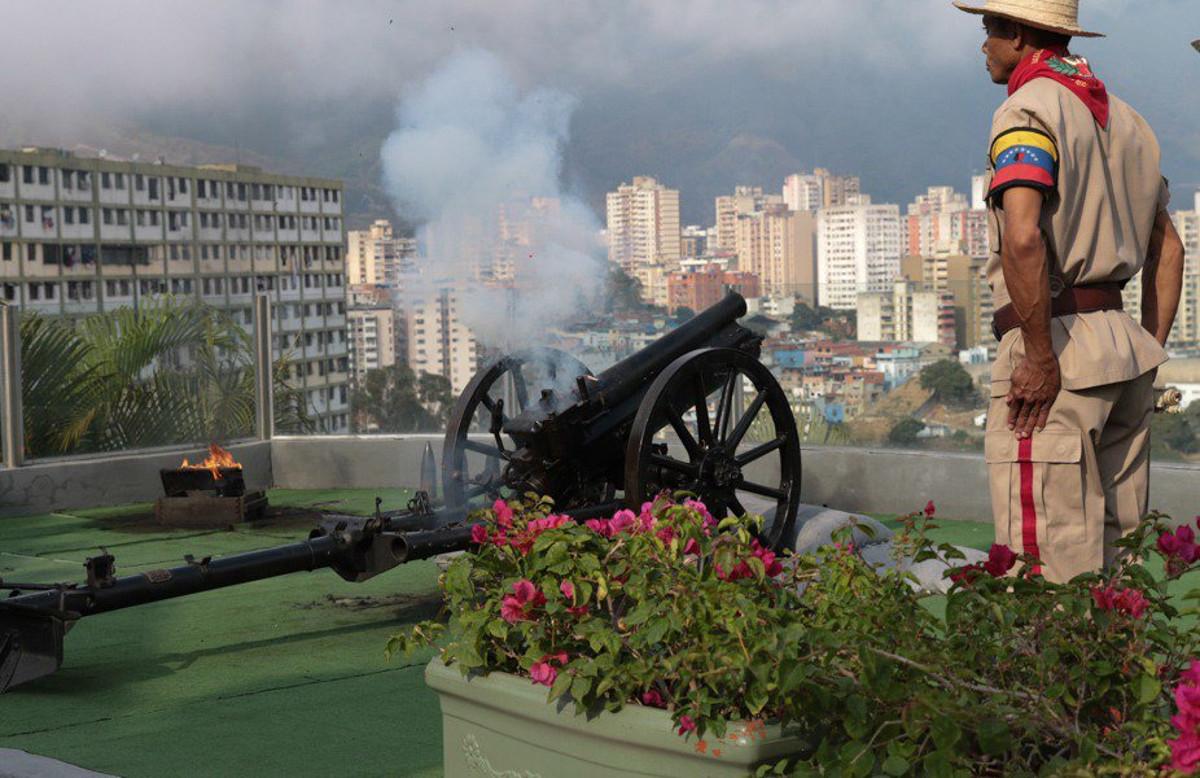 Disparan salva en el Cuartel de la Montaña en octavo aniversario de la siembra del comandante Chávez