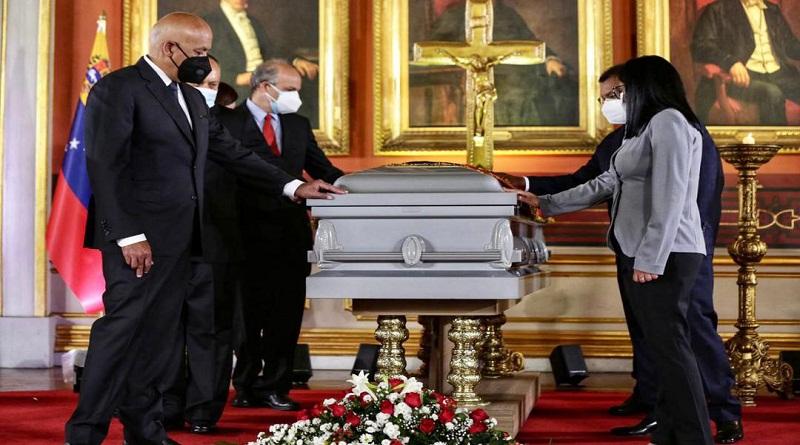 En Capilla Ardiente rinden honores al ministro Aristóbulo Istúriz
