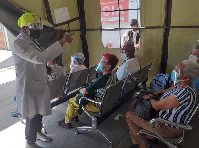 Inicia vacunación de adultos mayores contra el covid-19