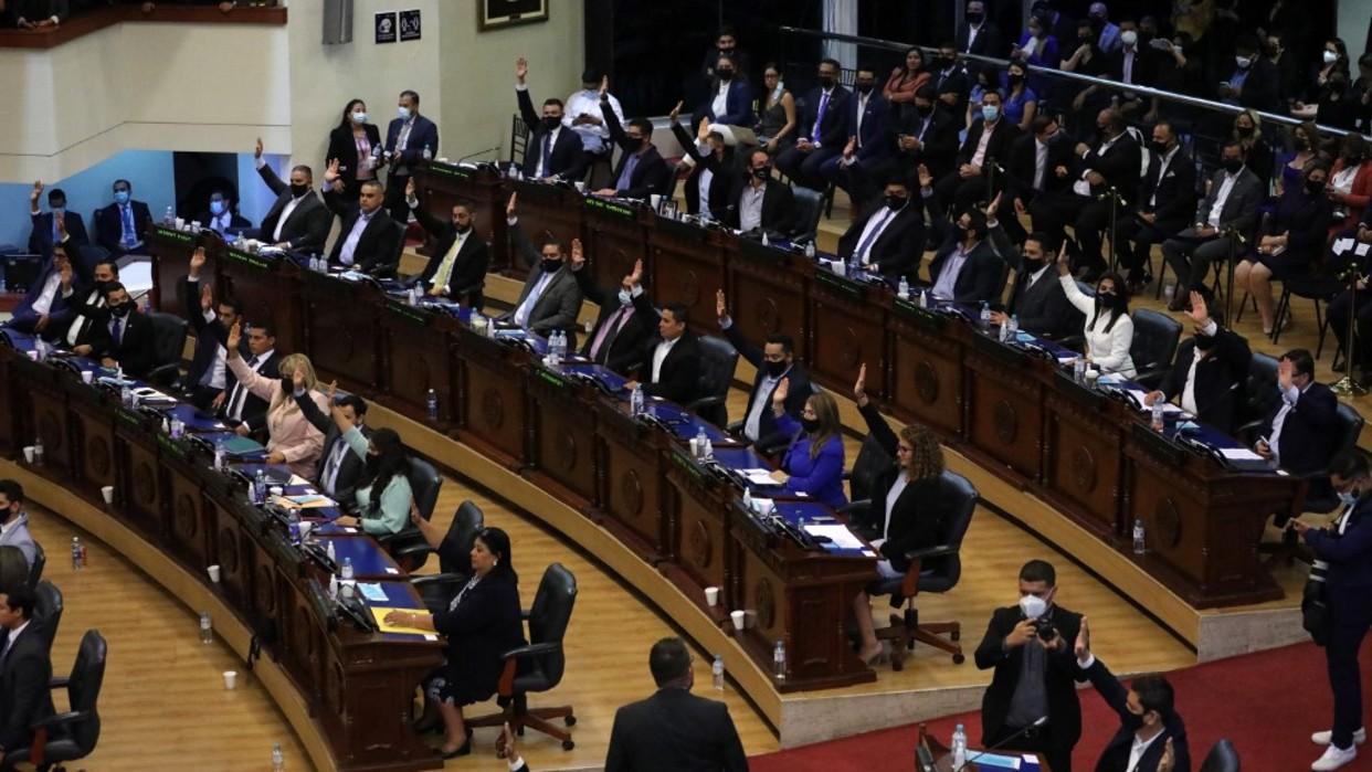 Parlamentarios destituyen al fiscal general de El Salvador
