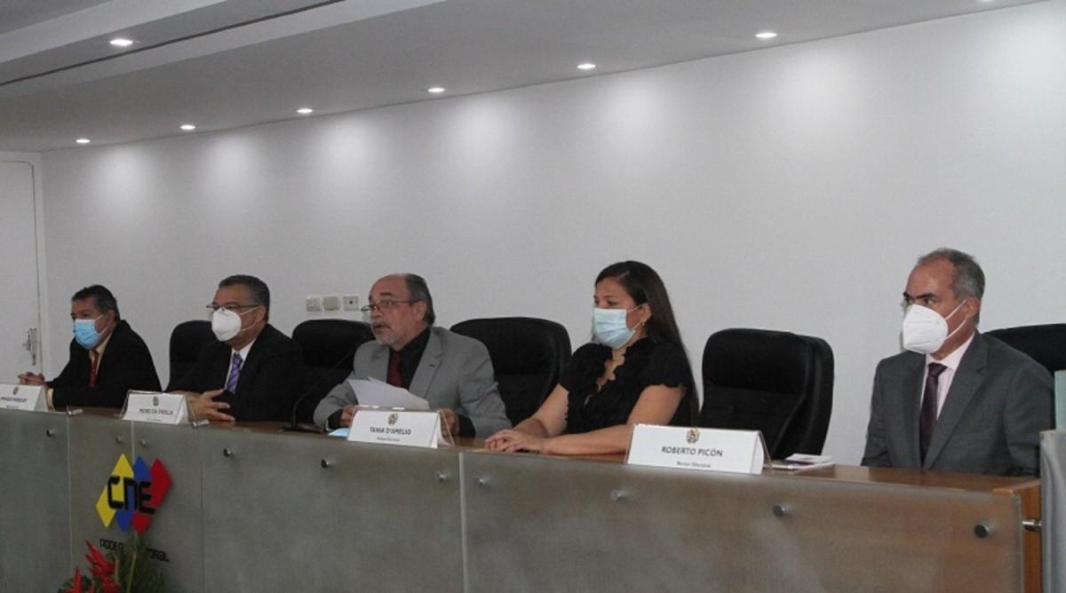 Pedro Calzadilla asume la presidencia del CNE