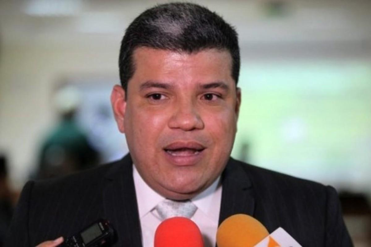 Diputado Luis Parra asume jefatura de Fracción de la bancada opositora