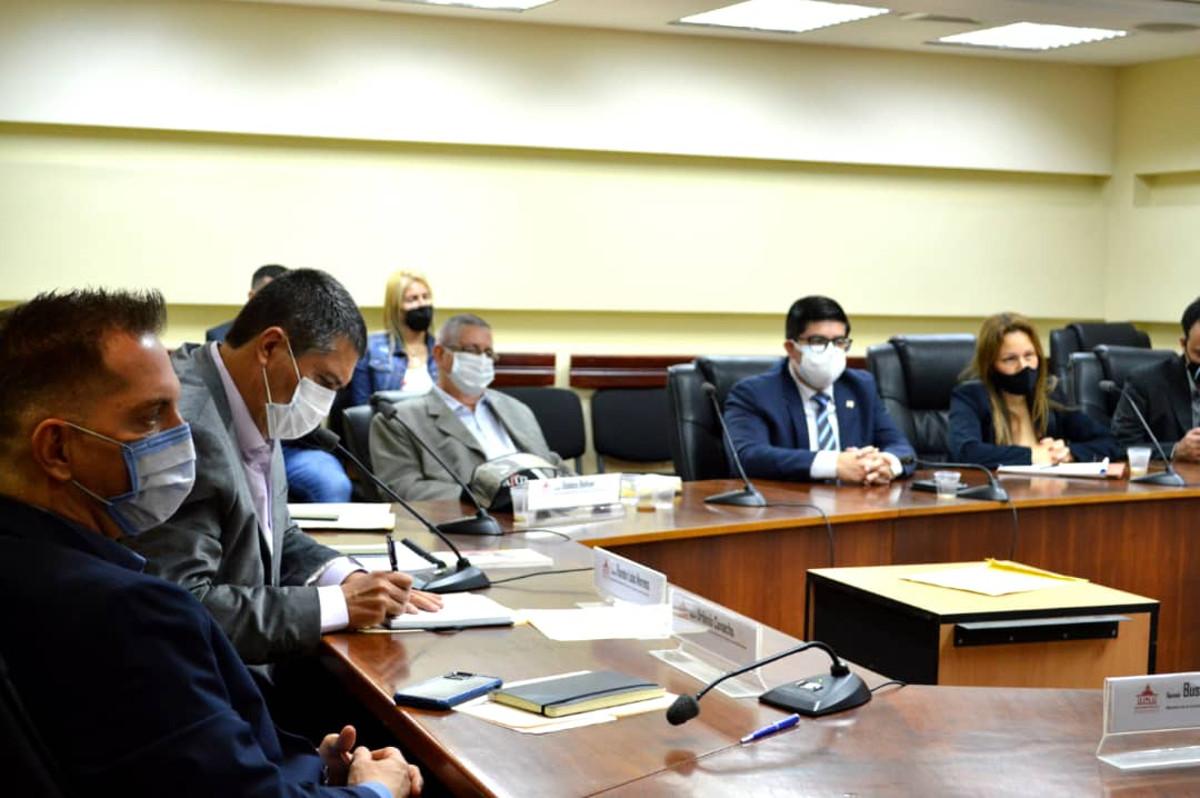 Subcomisión de Finanzas de la AN y Escuela de Hacienda evaluarán marco tributario venezolano