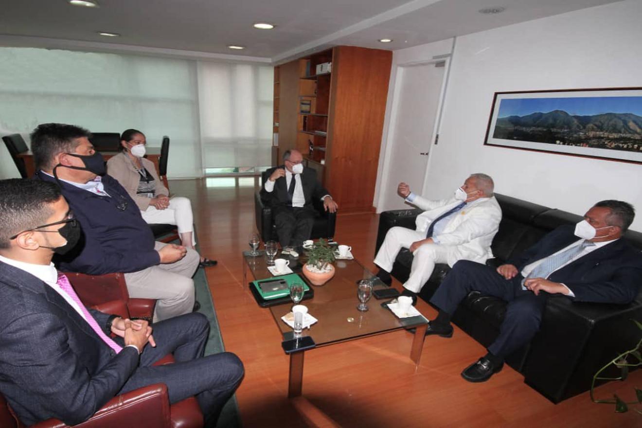 CNE sostiene encuentro con integrantes del partido Acción Democrática
