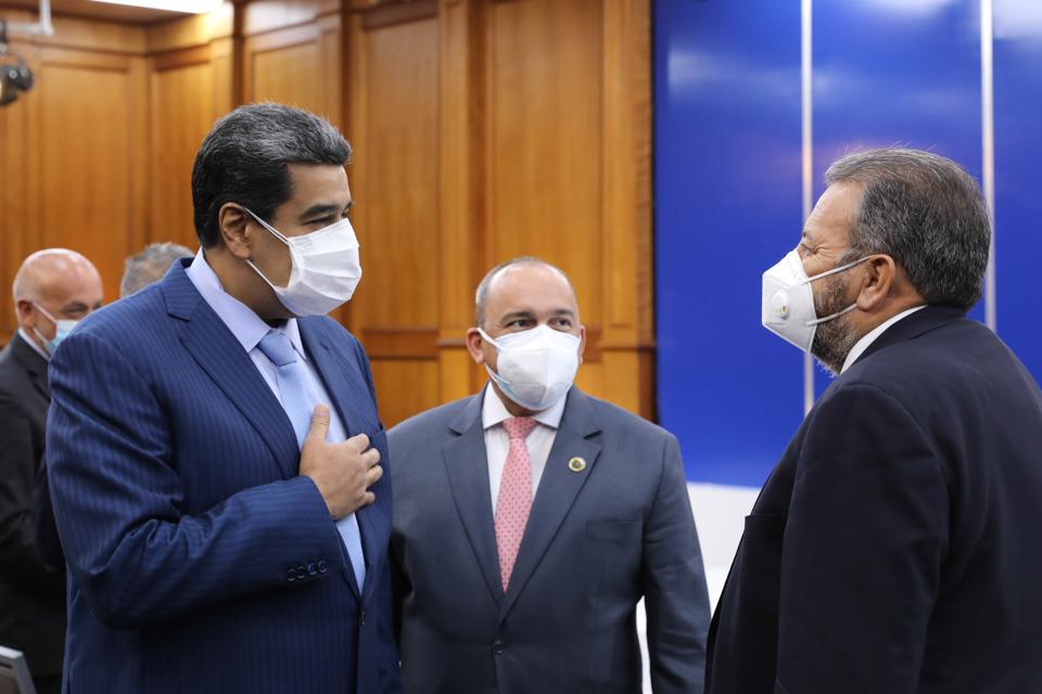 Presidente Maduro exhorta a diputados a mantenerse en el camino del diálogo