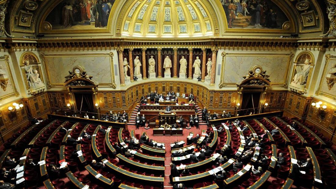 Parlamento francés aprueba ley sobre el uso del certificado sanitario