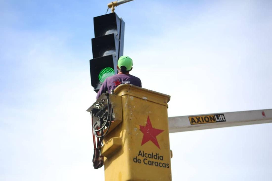 Recuperan semáforos con el Plan de Mantenimiento y Modernización en Caracas